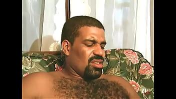 Японочка с татухами на теле берет в рот ствол ебаря и онанирует его ручками