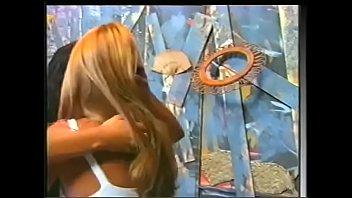 Смуглая телка и её пышногрудая подруга обмениваются куни на прослушивании