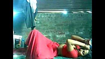 Мужики обкончали своих обнаженных подружек после интима на камеру