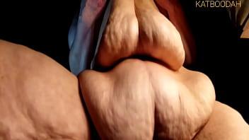 Молодчик целует притягательную старуху с шикарными дойками и пердолит ее
