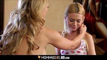 Не молодая тетка с крупными сисяндрами очень глубоко заглотила член на порно кастинге