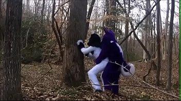 Пара выбралась на природу и устроила близость в одной позе