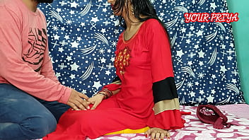 Горячая шлюха в красной рубашке соблазнила своего женатого коллегу