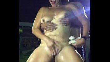 Пациентка пришла к врачихе, дабы одержать от нее блудливую дрочку мокрощелки