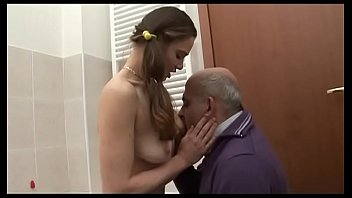 Русской телке предстояло попробовать жопа с врачом и выяснить о струйном оргазме вскоре после секса