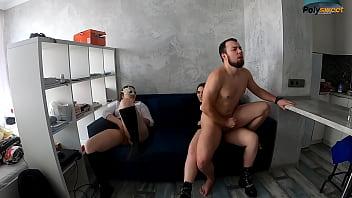 Сладкий домашний секс с тонкой сучкой в ванной комнатушке
